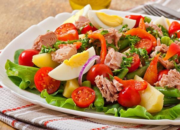 Диетические салаты. Простые и вкусные, недорогие овощные, легкие рецепты салатов. Приготовление пошагово с фото