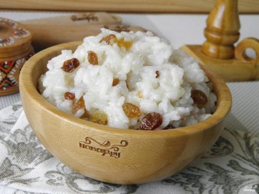 Рис отварной: калорийность на 100 грамм с маслом, солью, овощами, на воде. Белки, жиры, углеводы в круглом, буром, длинном