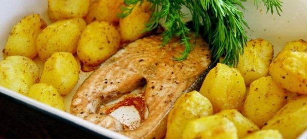 Как приготовить горбушу в духовке с картошкой, майонезом, помидорами и сыром, в фольге