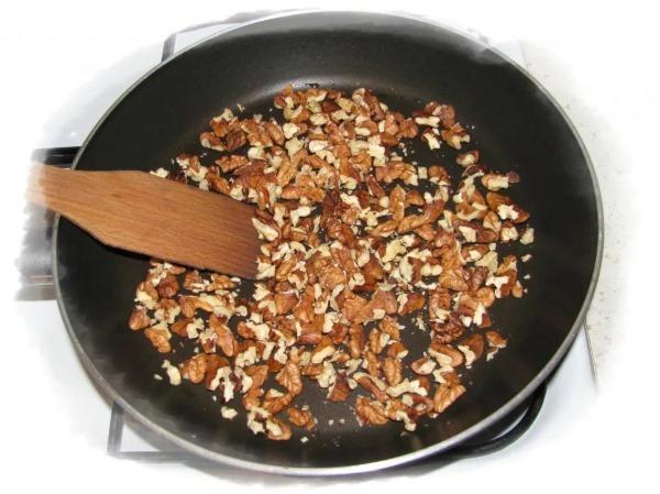 Чурчхела. Как приготовить, состав, рецепт из яблок, с грецким орехом в мультиварке