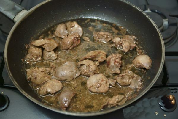 Как приготовить гуляш из говяжьей печени с подливкой. Рецепты с фото пошагово