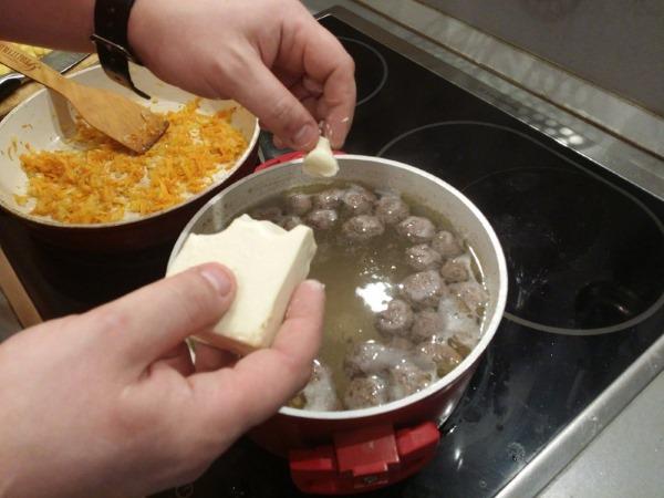 Суп из плавленного сырка. Рецепт пошагово с грибами, курицей, колбасой