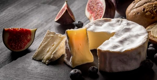 Сыр с белой плесенью. Название, состав, польза и вред, как правильно есть Президент, Камамбер, Бри, мягкий, Французский