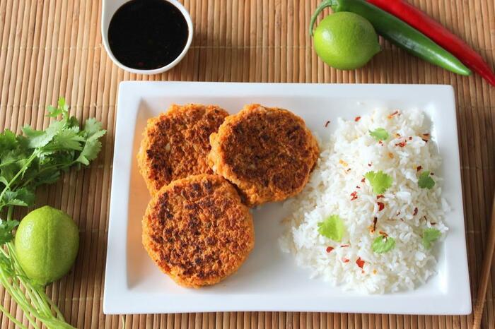 Котлеты из рыбной консервы. Рецепт с рисом, манкой, геркулесом, на кефире