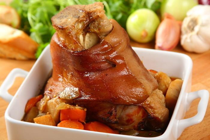 Свиная рулька запеченная в духовке. Рецепты, как приготовить рулет в домашних условиях