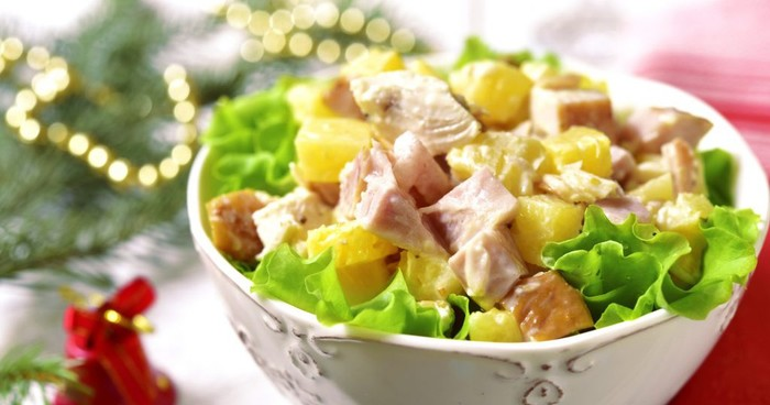 Салат с курицей и ананасами. Рецепт классический, слоями, приготовление пошагово с фото