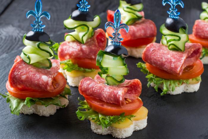 Рецепты на праздничный стол с фото: бутерброды, канапе, легкие, красивые закуски