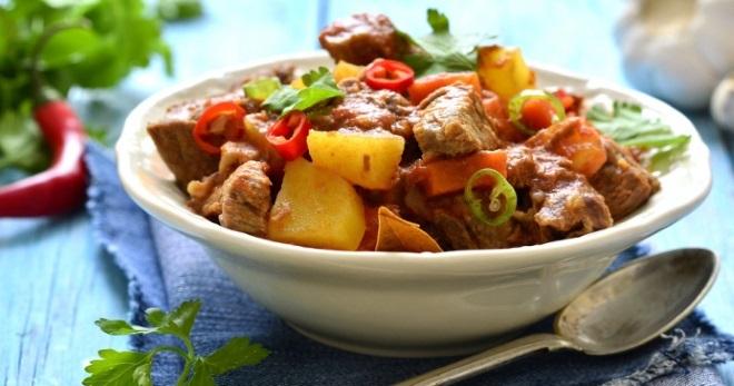Тушеная картошка с тушенкой, мясом. Рецепты пошагово, как приготовить в мультиварке