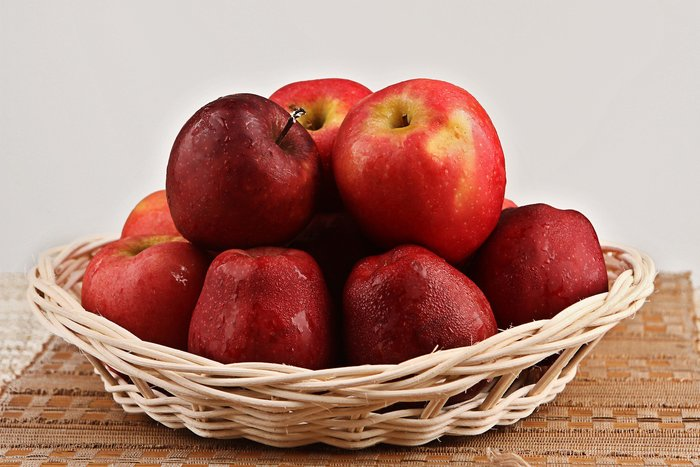 Красные яблоки. Калорийность 1 шт, на 100 г, бжу, виды, как употреблять на диете