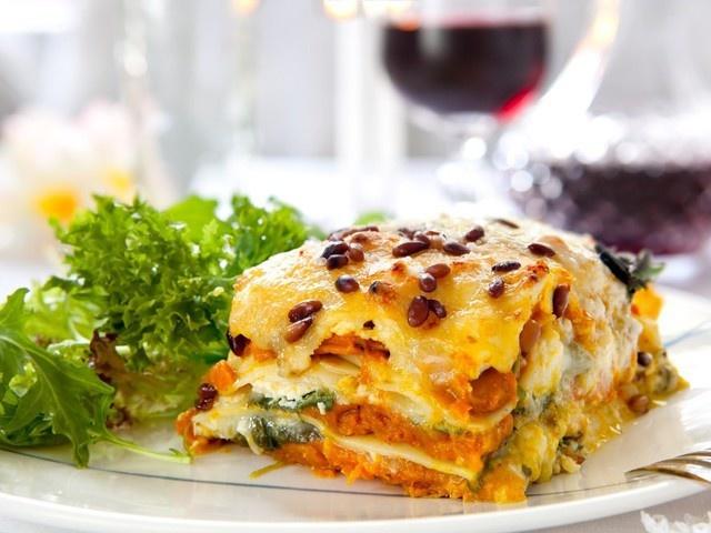 Лазанья. Рецепт приготовления классический из лаваша с фаршем, макарон, кабачков, слоеного теста, картофеля, с курицей и грибами