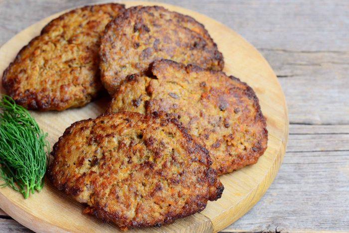 Печень говяжья. Как приготовить, рецепт с подливкой, отварная, жареная, тушеная, мягкая
