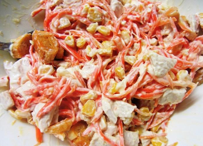 Салаты с копченой курицей и корейской морковью, грибами, кукурузой, фасолью, огурцом, апельсином. Рецепты пошагово с фото