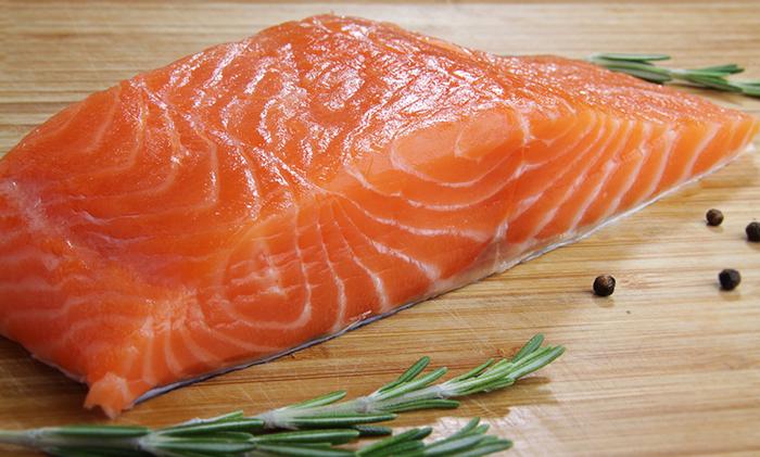 Слабосоленая семга. Рецепт, калорийность, польза и вред, как готовить в домашних условиях