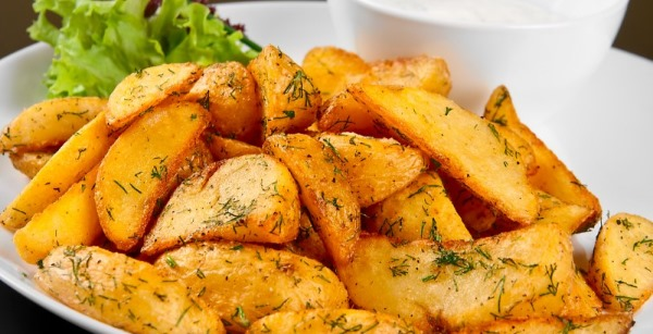 Как запечь картошку в мультиварке, духовке. Рецепты по-деревенски с беконом, сыром, майонезом, в рукаве