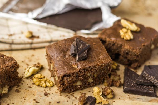 Шоколадный брауни. Рецепт классический пирога с какао, вишней, творогом, бананом пошагово с фото