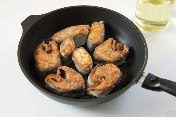 Жареная горбуша на сковороде сочная, без шкуры. Рецепт, как приготовить пошагово с фото