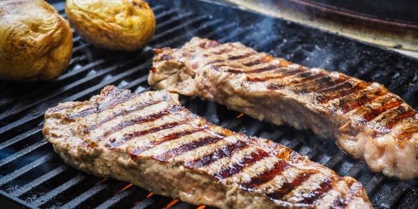 Как замариновать мясо для жарки на сковороде, гриле. Рецепты пошагово с фото