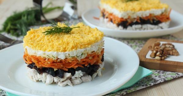 Салат курица грибы чернослив грецкие