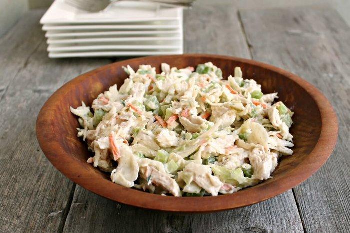 Салат с курицей и пекинской капустой, кукурузой, сухариками. Рецепты с фото