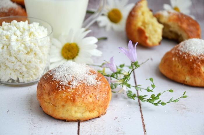 Сдобное тесто для булочек самое вкусное. Рецепт с сухими дрожжами и без, с фото пошагово