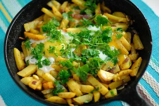 Картошка жареная с луком на сковороде. Калорийность, рецепты с салом, шампиньонами, мясом, колбасой