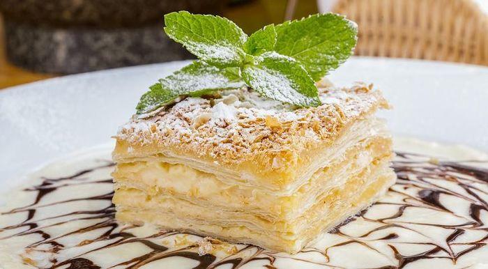 Крем из сметаны и сгущенки для торта. Как сделать густой, рецепт пошагово с фото