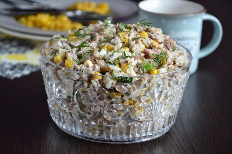 Салаты из консервированного тунца: классический, диетический. Рецепт, как приготовить пошагово с фото