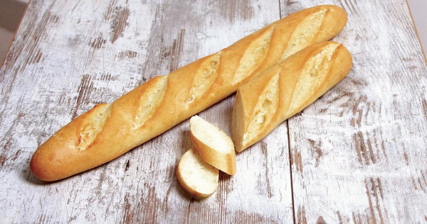 Как испечь французский багет. Рецепты в духовке, фаршированный с начинкой пошагово с фото