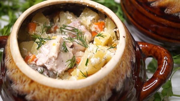 Картошка с курицей в духовке. Рецепт на противне в рукаве, стеклянной посуде, пакете, горшочке