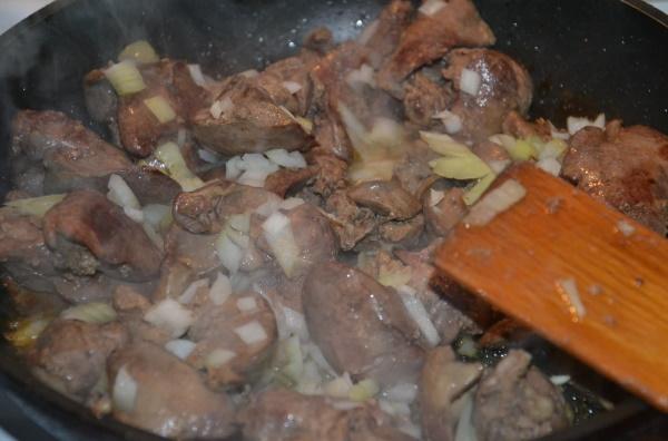 Как вкусно приготовить куриную печень. Рецепты на сковороде, в духовке, мультиварке