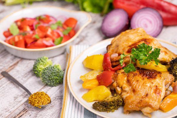Курица с картошкой в духовке. Рецепты, как приготовить в фольге, рукаве для запекания