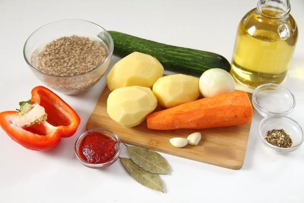 Рассольник на зиму в банках. Рецепты с капустой, перловкой, огурцами, томатной пастой
