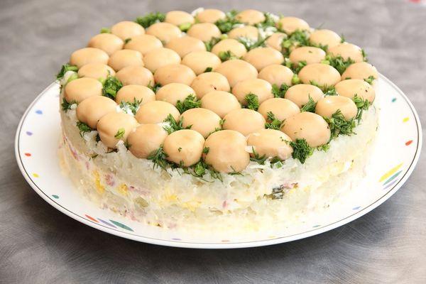 Рецепты салатов на праздничный стол. Простые и вкусные пошагово с фото