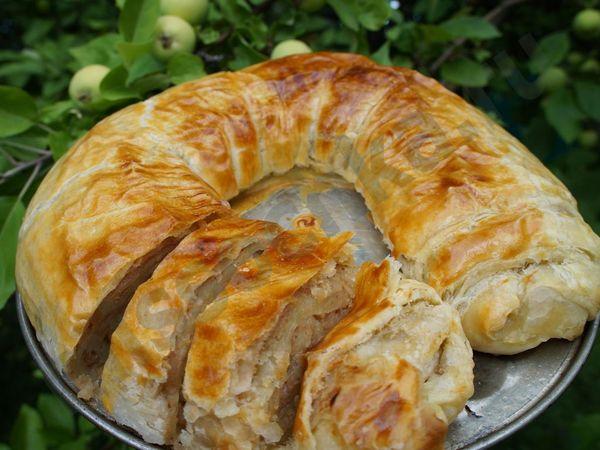 Яблочный штрудель. Рецепт классический из слоеного теста, лаваша. Фото