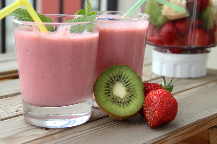 Смузи рецепты для блендера с калорийностью: фруктовые с молоком для похудения, банан, овсянка, кефир, творог