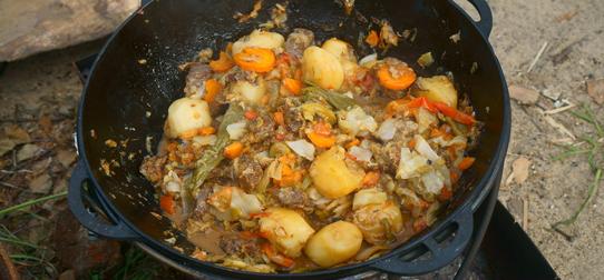 Тушенка с картошкой. Рецепты на сковороде, в кастрюле, духовке, мультиварке, казане