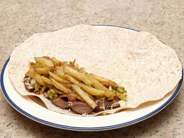 Буррито. Рецепт, как приготовить с курицей, фаршем, классический, мексиканская, говядиной, вегетарианский, в лаваше. Фото