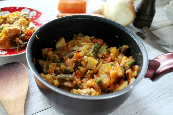 Овощное рагу с кабачками и баклажанами, картошкой, капустой, мясом. Рецепты в духовке, мультиварке