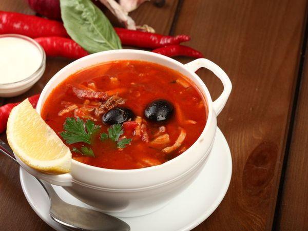 Солянка сборная мясная. Классические рецепты с капустой, картошкой, грибами