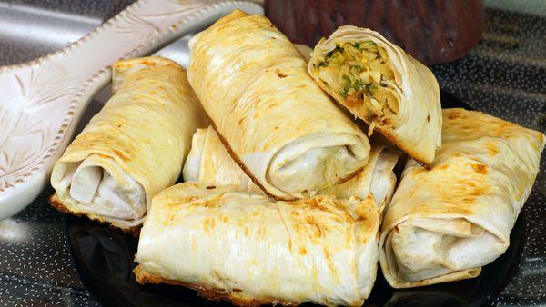 Закуски из лаваша жареные на сковороде, в кляре, с сыром, яйцом, колбасой. Как приготовить, рецепты
