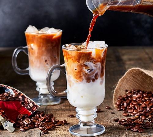 Кофе со сливками. Калорийность с сахаром и без на 100 грамм, 200 мл, вред или польза, бжу, как приготовить
