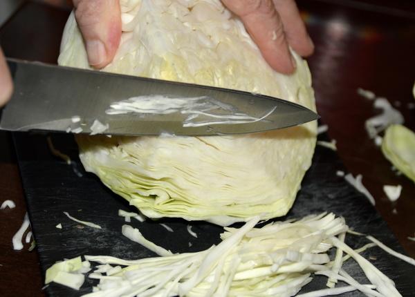 Квашеная капуста. Калорийность на 100 грамм для похудения, белки, жиры, углеводы, с растительным маслом и без