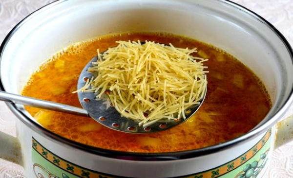 Куриный суп с вермишелью. Калорийность, рецепты в кастрюле, мультиварке пошагово с фото