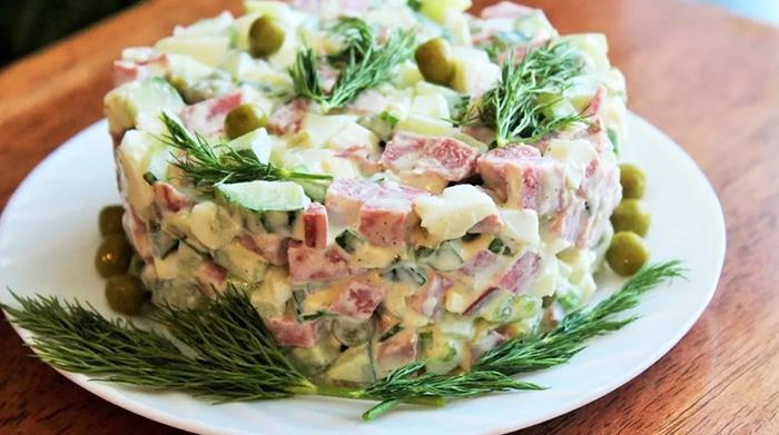 Оливье с колбасой и майонезом. Калорийность на 100 грамм, бжу. Рецепты