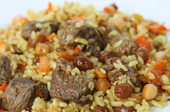 Плов с говядиной. Калорийность на 100 грамм, порцию, БЖУ. Рецепты на сковороде, в казане, мультиварке пошагово