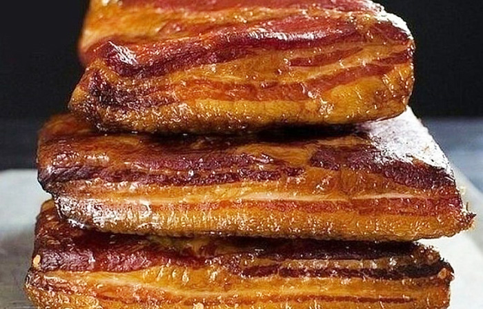 Сало свиное соленое. Калорийность на 100 грамм с прослойкой и без, польза, вред