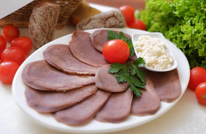 Язык говяжий. Польза и вред для организма, калорийность, белки, жиры, углеводы. Рецепты